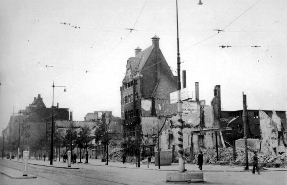De Coolsingel na het bombardement op Rotterdam (Foto: Gemeentearchief Rotterdam)