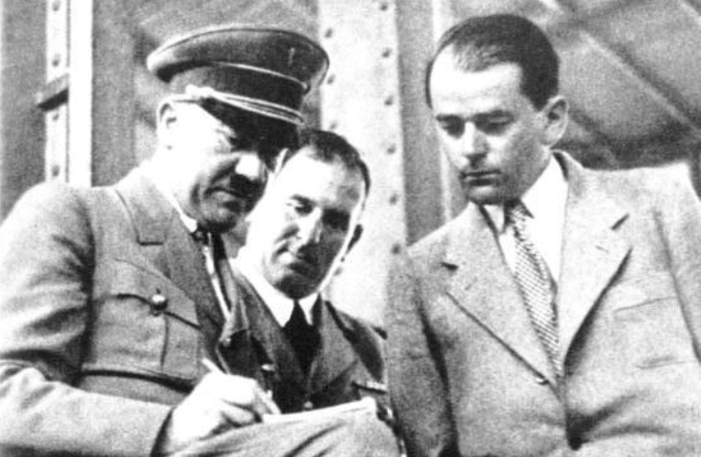 Hitler met zijn architect Albert Speer in 1938.