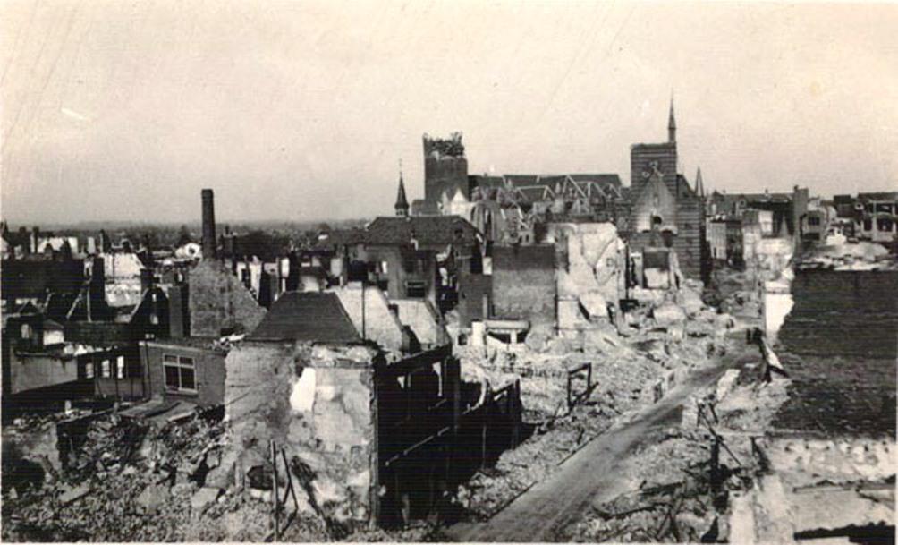 Verwoest Nijmegen met de Stevenskerk.