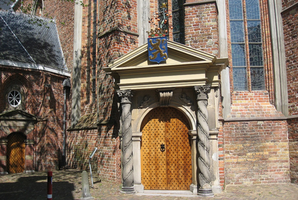 Oranjepoortje in de Grote of Jacobijnerkerk in Leeuwarden.