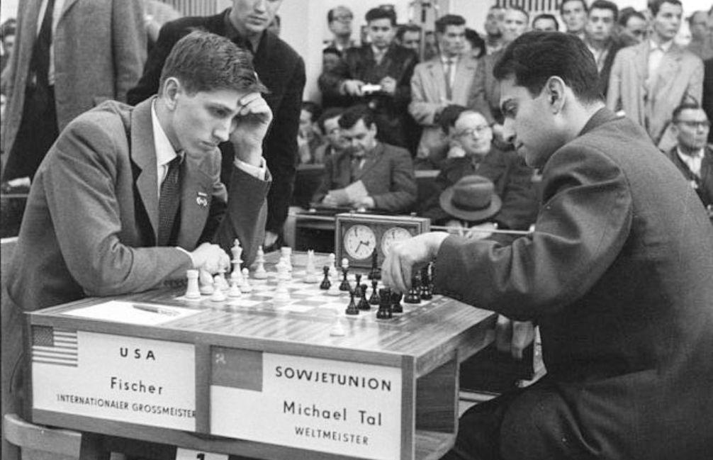 Tal (UdSSR) speelt tegen Fischer (USA)