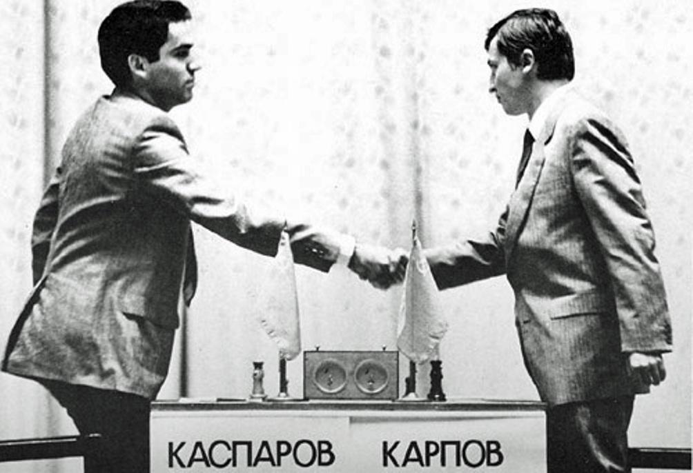 Kasparov (links) en Karpov tijdens de match om het wereldkampioenschap in 1985.