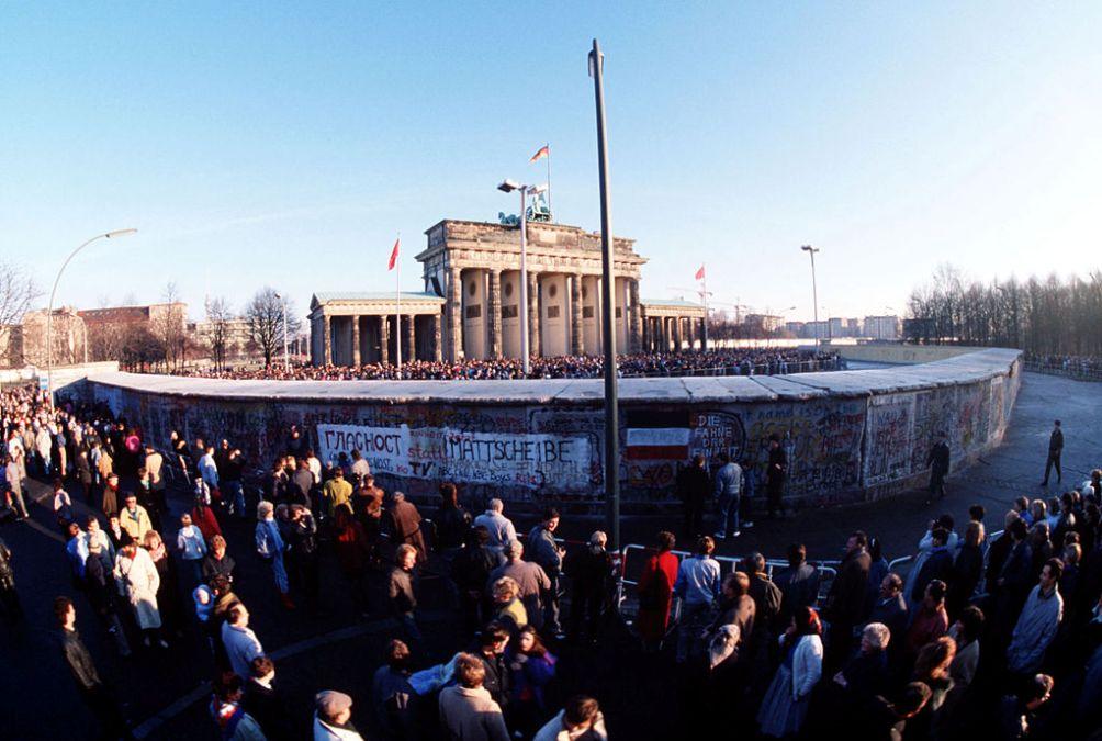 De Muur bij de Brandenburger Tor op 1 december 1989