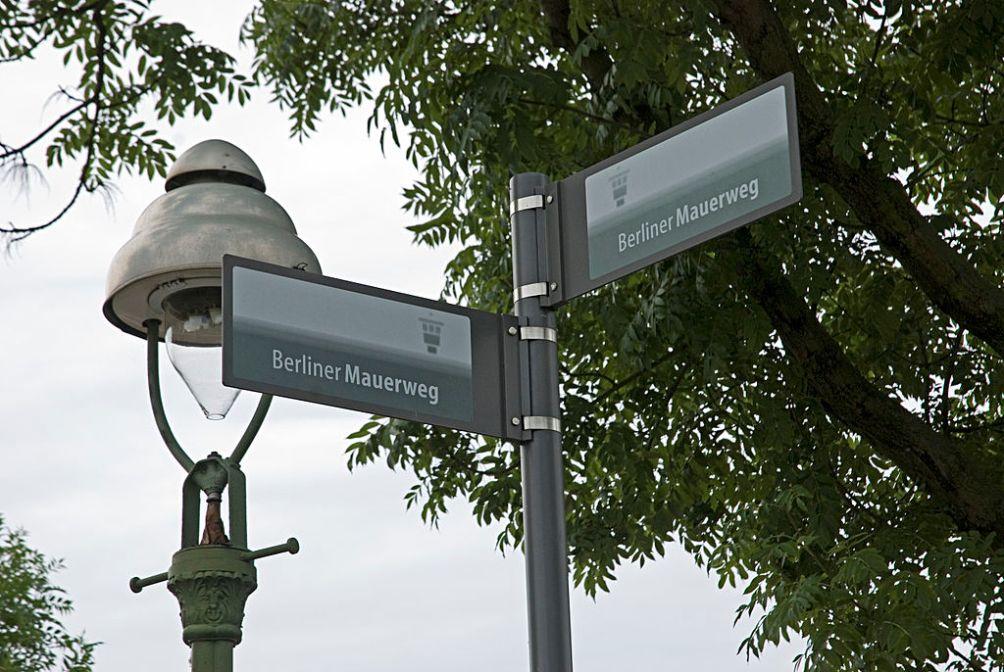 11.08.13.Bezoek Berlijn Koude Oorlog - wegwijzer