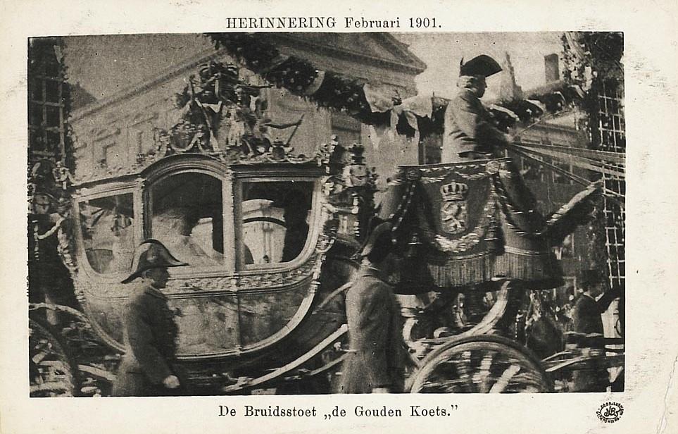 Koningin Wilhelmina in de gouden koets op 7 februari 1901.