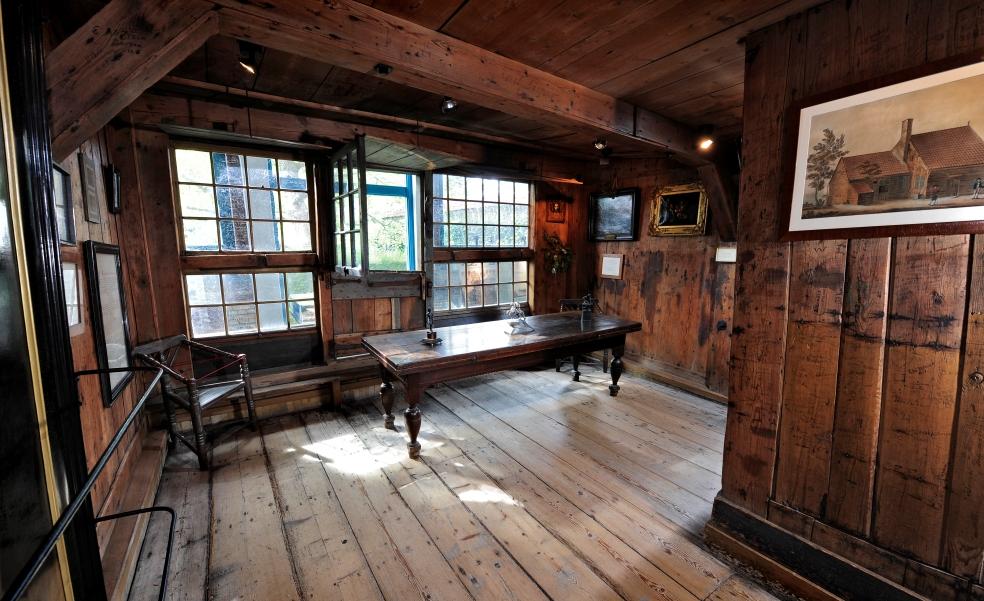Het kleine huisje voor de grote tsaar geschiedenis beleven - Interieur houten huisje ...
