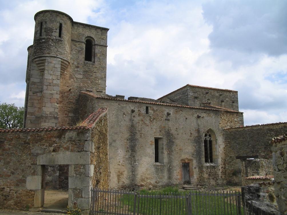 Foto: in deze kerk in Oradour-sur-Glane werden op 10 juni 1944 vrouwen en kinderen opgesloten door de Waffen-SS, waarna de kerk in brand werd gestoken.