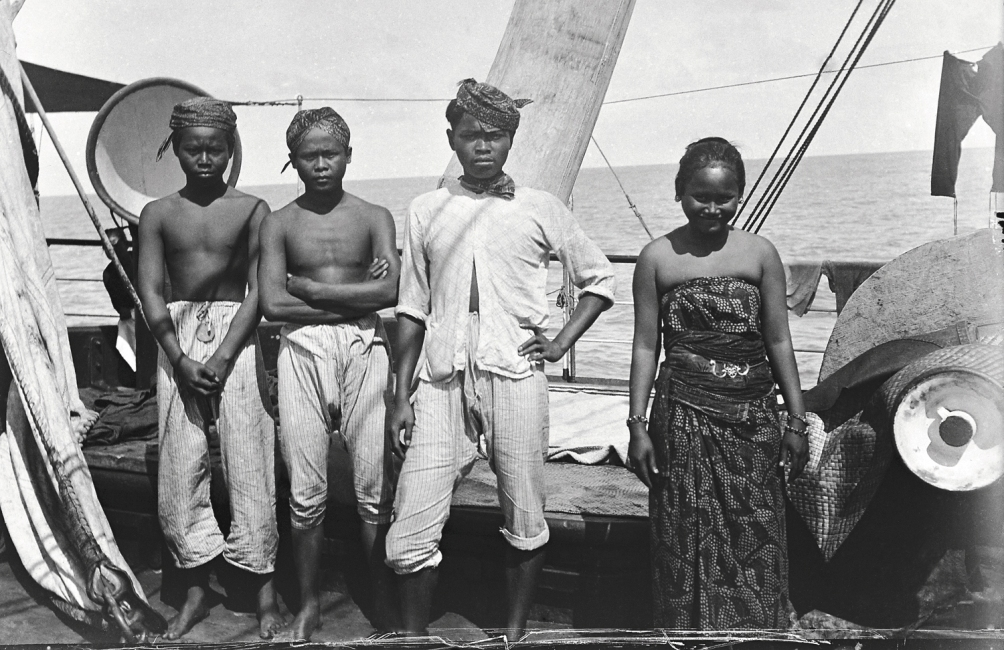 Javaanse emigranten op weg naar Suriname. 1900-1930. (Foto: collectie Tropenmuseum)