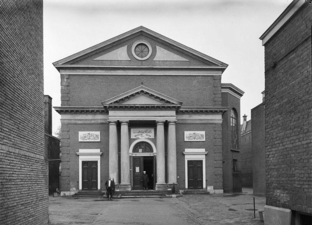 Voormalige synagoge aan de Wagenstraat in Den Haag, tegenwoordig in gebruik als moskee. (foto: Wikimedia)