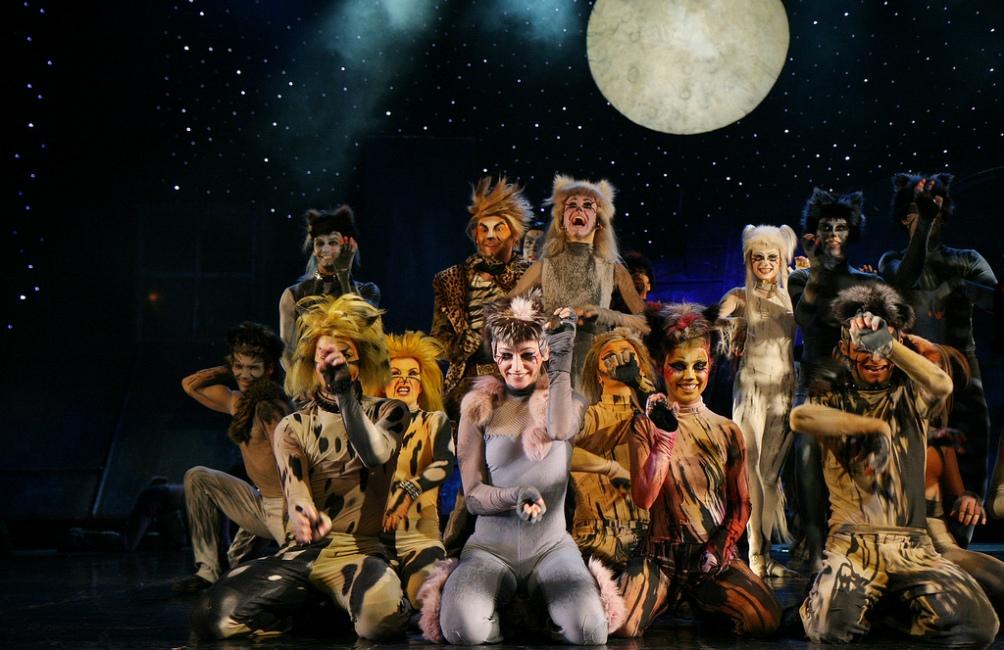 De musical Cats in het  Roma Musical Theatre in Warschau op 8 december 2007. (foto: Wikimedia)