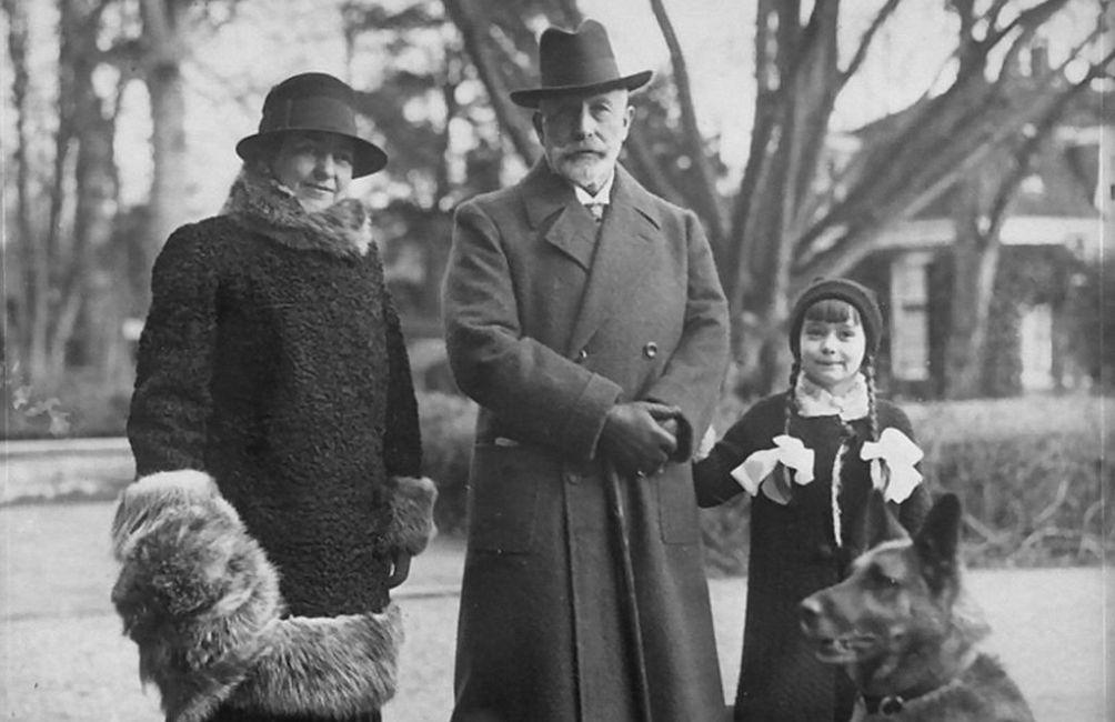 Wilhelm II met zijn vrouw en dochter in Doorn, maart 1931.