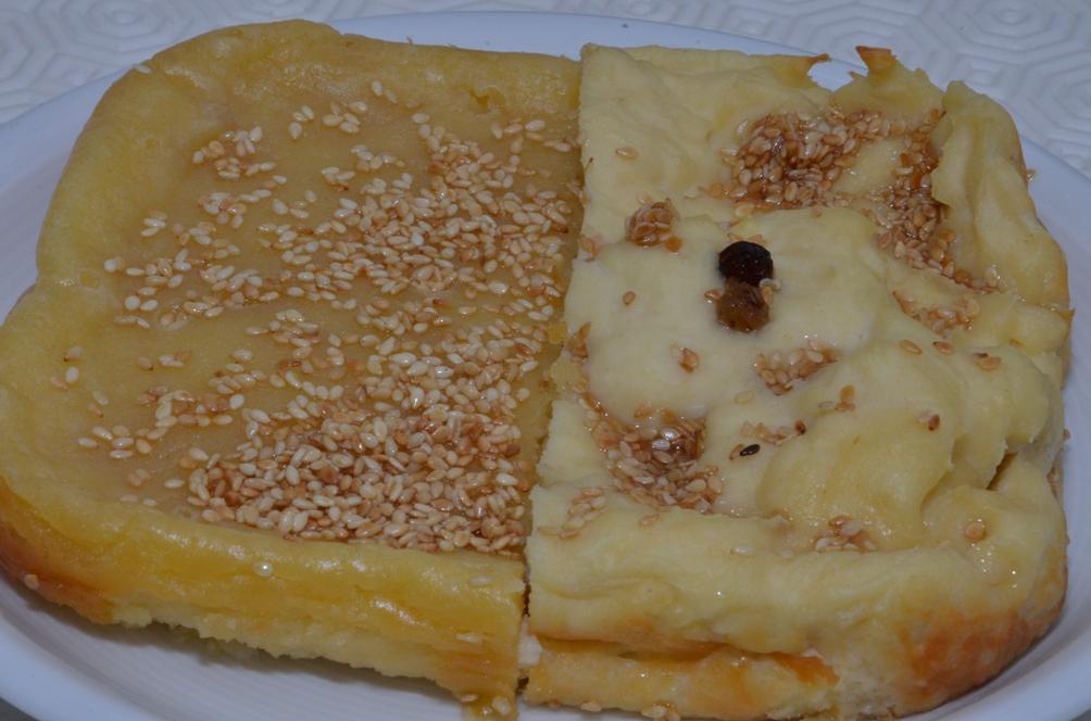 Cheesecake Cato geeft in zijn werk De Agricultura (Over de landbouw) een recept voor 'savillum'. Dit zoete gebak is een soort antieke variant van cheesecake.