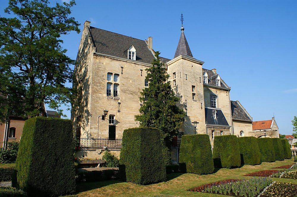 Kasteel Den Halder ligt in het centrum van Valkenburg. (foto: Wikimedia)
