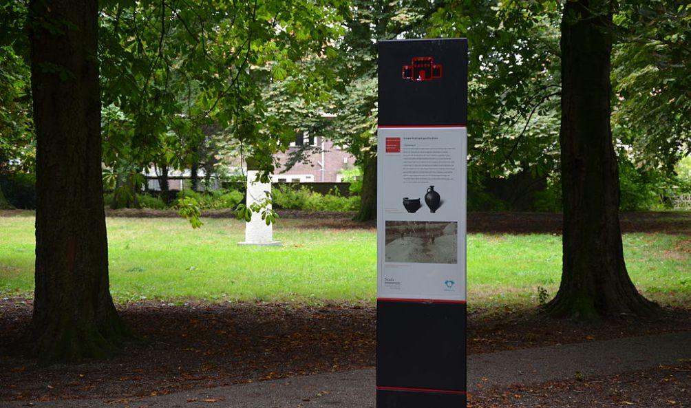 Informatie over Forum Hadriani in het het stadspark Arentsburgh-Hoekenburg in Voorburg. (foto: Wikimedia)