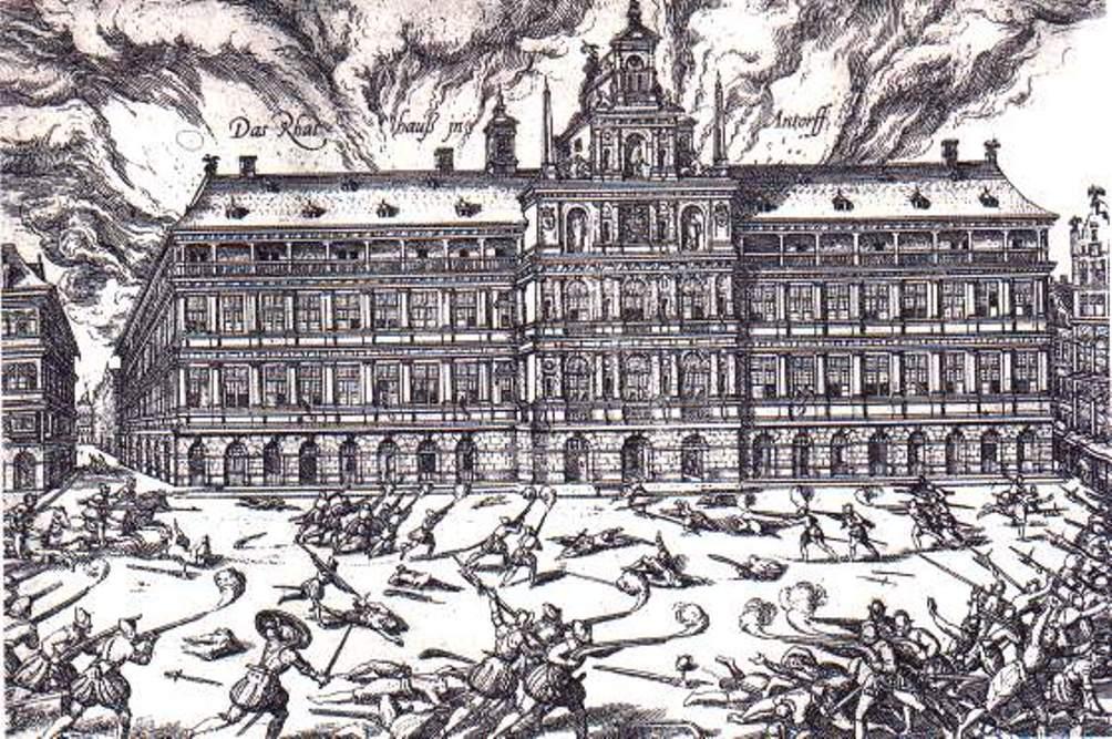 De Grote Markt in Antwerpen tijdens de Spaanse Furie in 1576. (foto: Wikimedia)