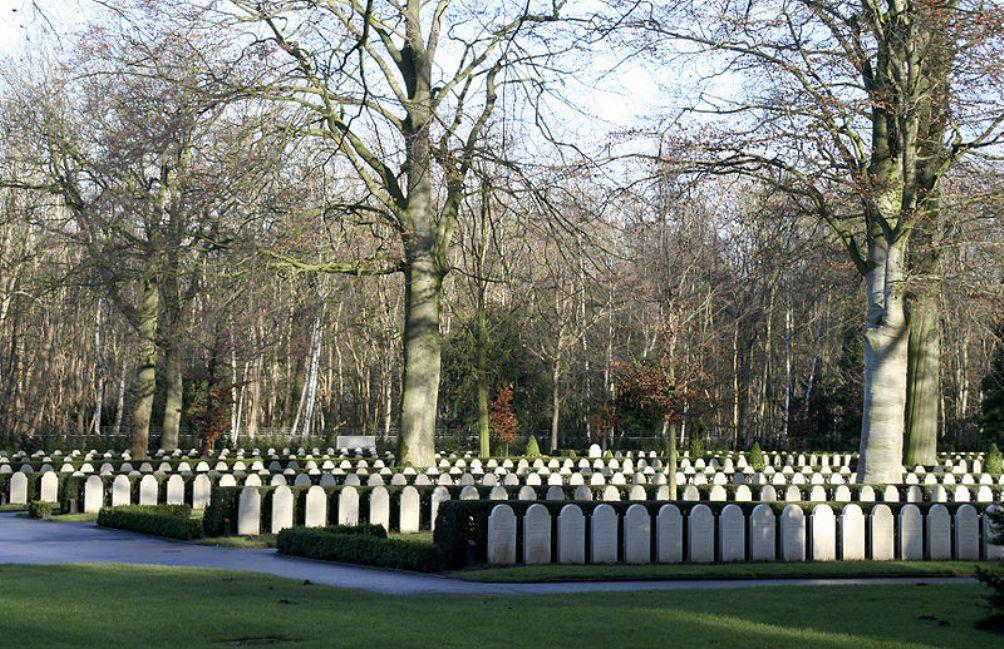 Een blik op het Militair Ereveld Grebbeberg, december 2005. (foto: Wikimedia Commons)