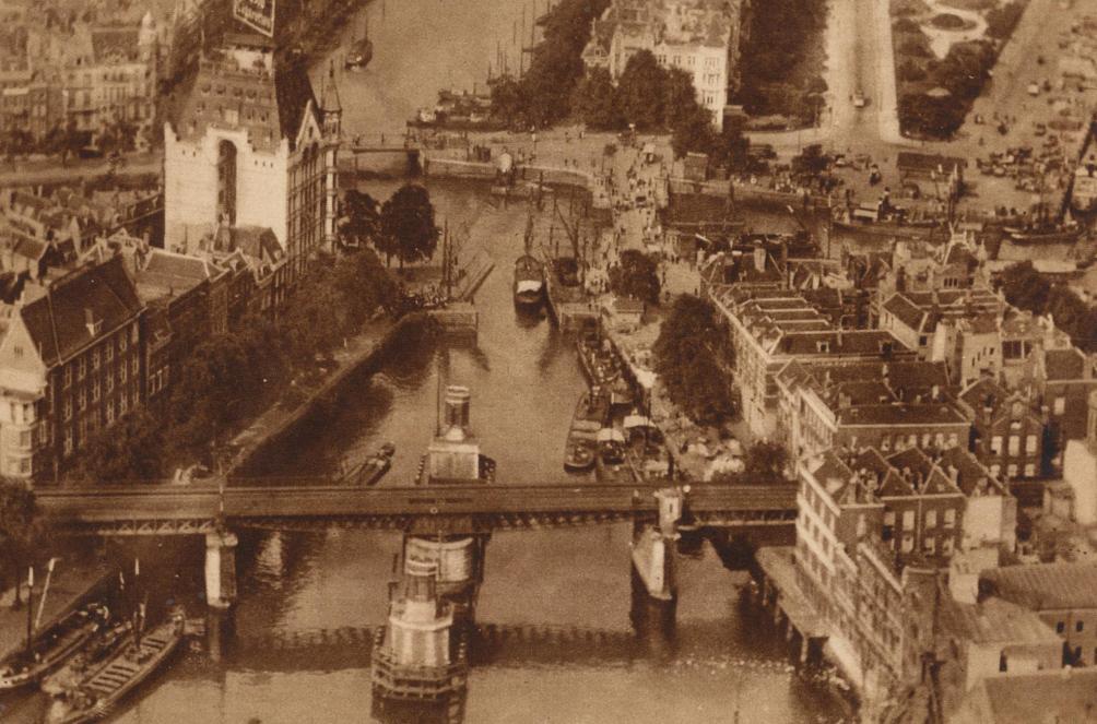 Zicht op vooroorlogs Rotterdam: de Maas met links het bekende Witte Huis. (Foto: scan uit Panorama 1924, Flickr/Jan Willemsen)