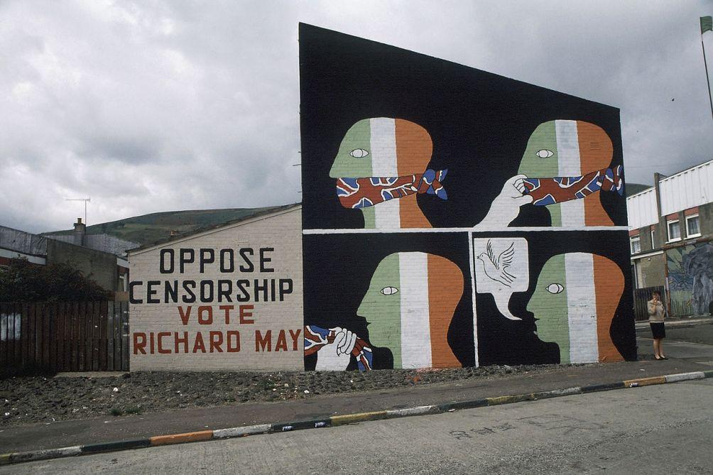 Mural over 'censorship' op Springhill Avenue in Belfast (Foto: Wikimedia)