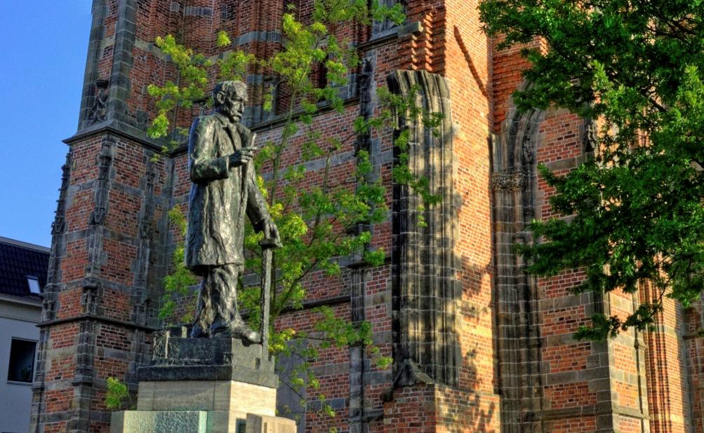 Standbeeld van P.J. Troelstra in Leeuwarden (foto: Piet Hagen)