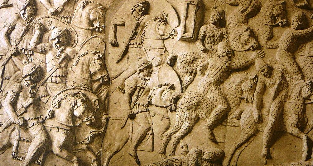 Zwaarbepantserde Sarmaten (een Iraanstalig nomadenvolk) vluchten voor auxilia-ruiters (2e eeuw n.Chr.). Fragment van de Zuil van Trajanus, Rome. (foto: Wikimedia)