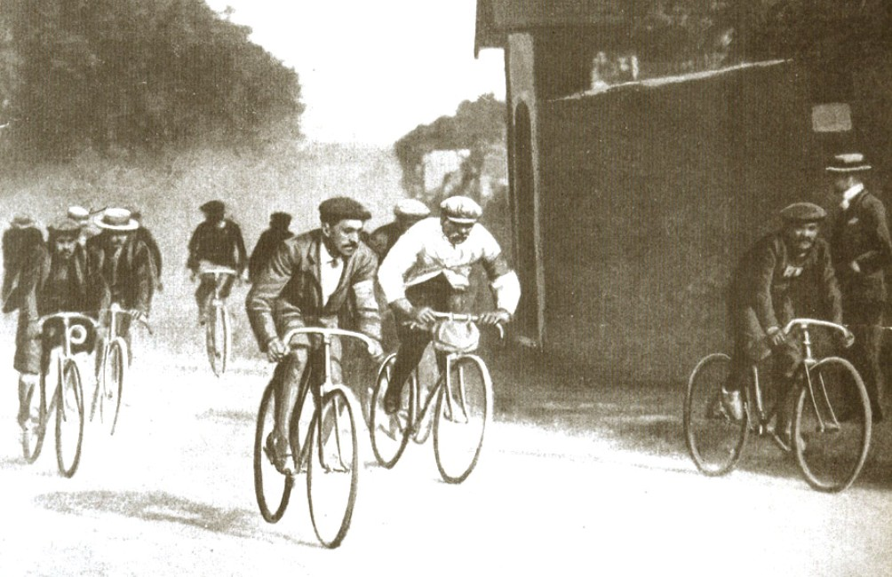Prent van de eerste Tour de France in 1903. Uut: Tour de France 1903-2003. (foto: Wikimedia)