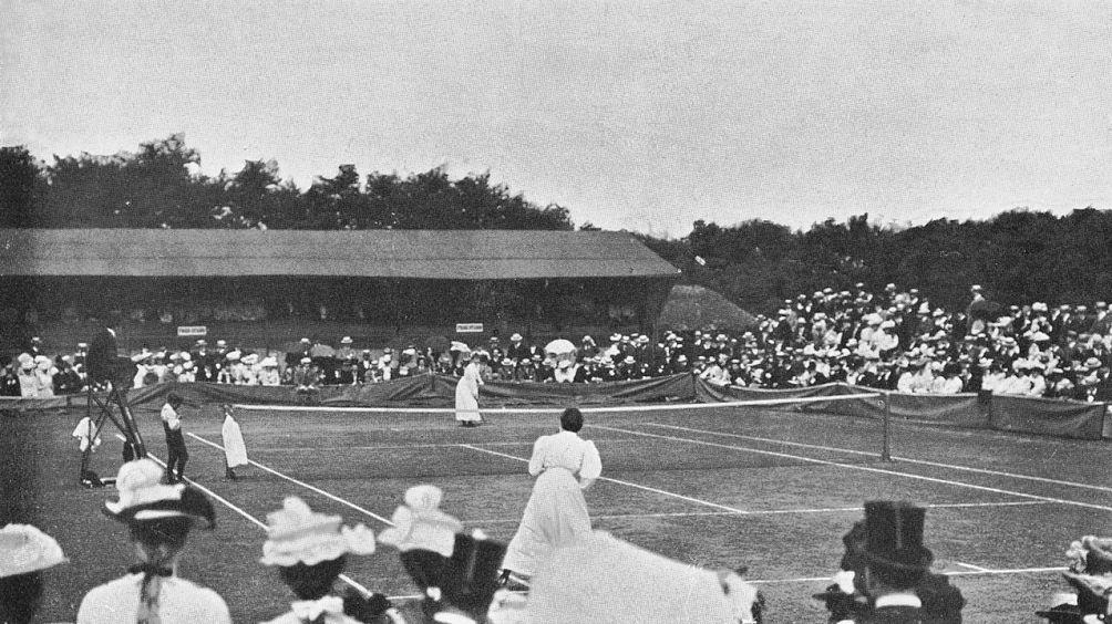 Wimbledon finale 1901: Blanche Bingley Hillyard versus Charlotte Cooper Sterry. (foto: Wikimedia)