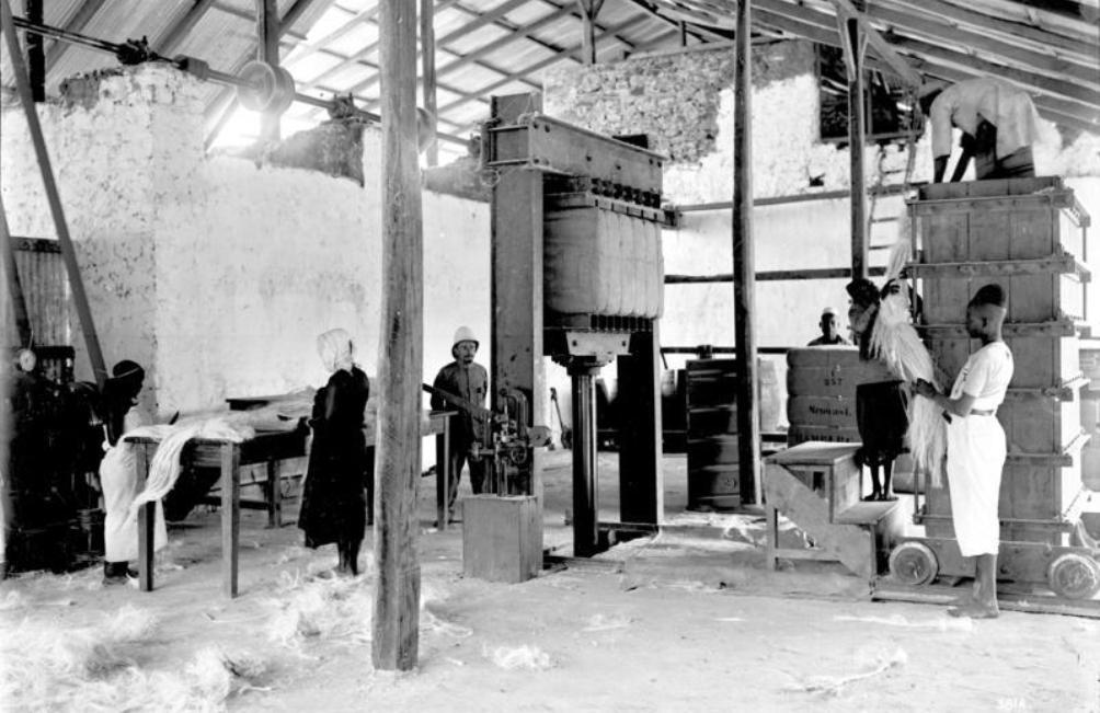 Een werkplaats in Duits-Oost-Afrika tussen 1906 en 1918. Rwanda viel tijdens het Duitse bewind ook onder de kolonie Duits-Oost-Afrika. (foto: Bundesarchiv)