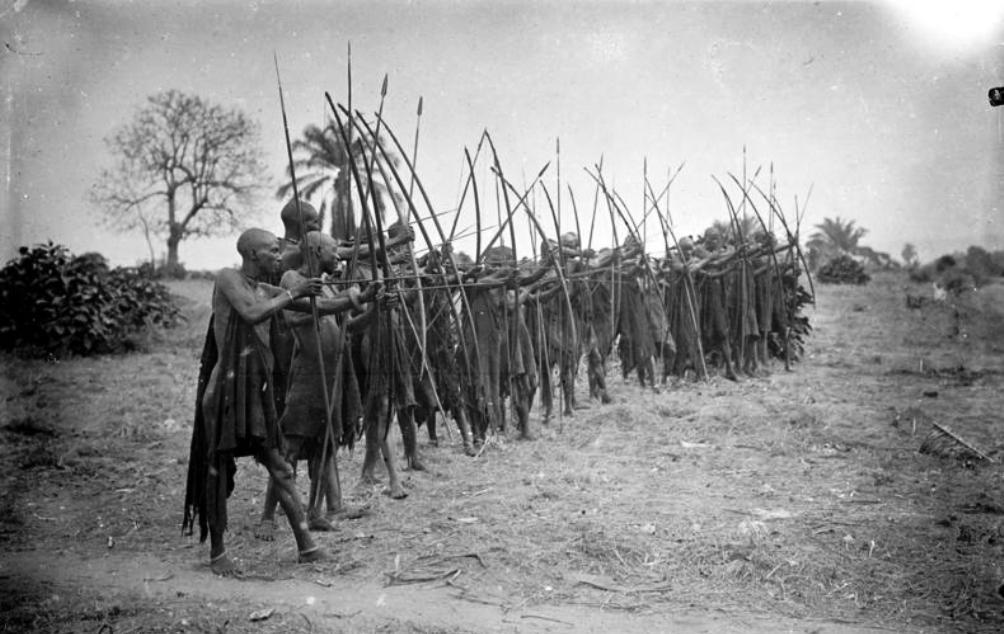 Warundi, inwoners van Ruanda-Urundi; een deel van de Duitse kolonie Duits-Oost-Afrika dat vanaf 1924 bestuurd werd door België. (Foto tussen 1906 en 1918: Bundesarchiv)
