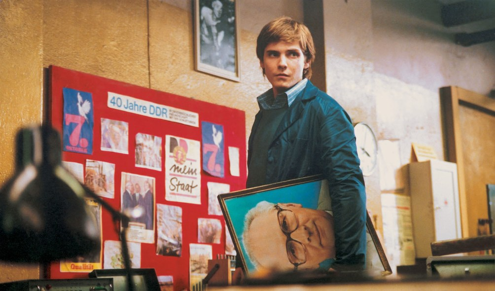 De film Goodbye Lenin schetst een duidelijk beeld van de (vaak beklemmende) sfeer van het dagelijks leven ten tijde van de DDR. Erich Honecker komt in de film ook af en toe voorbij.