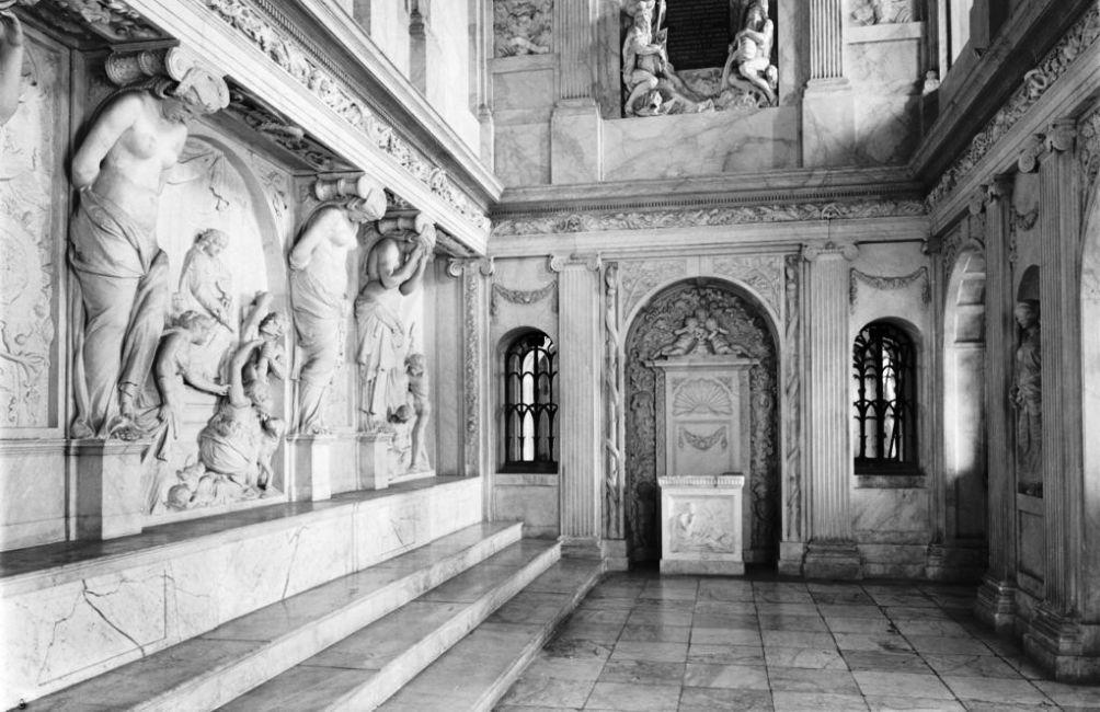 De Vierschaar van het paleis op de Dam, gefotografeerd in 1986. (foto: Gerard Dukker - Rijksdienst voor het Cultureel Erfgoed)