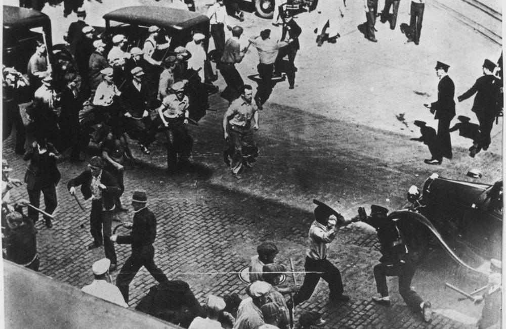 Staking in het onrustige jaar 1934 in Minneapolis. De staking werd georganiseerd door leiders die geassocieerd werden met de Trotskyist Communist League of America en duurde de hele zomer. (Foto: Wikimedia)