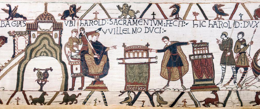 Detail van het tapijt van Bayeux. Harold (rechts) legt een heilige eed af aan Willem, toen nog hertog van Normandië. Met deze eed steunde hij Willem in zijn aanspraken op de Engelse troon. Later verklaarde Harold deze eed onder dwang afgelegd te hebben. (Foto: Wikimedia)