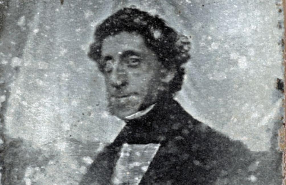 De op een na oudste Nederlandse foto. Je ziet een portret van Henri Vriesendorp (1804-1864) uit Dordrecht. De foto is gemaakt op 26 Juli 1842. (Foto: Stadsarchief Dordrecht).
