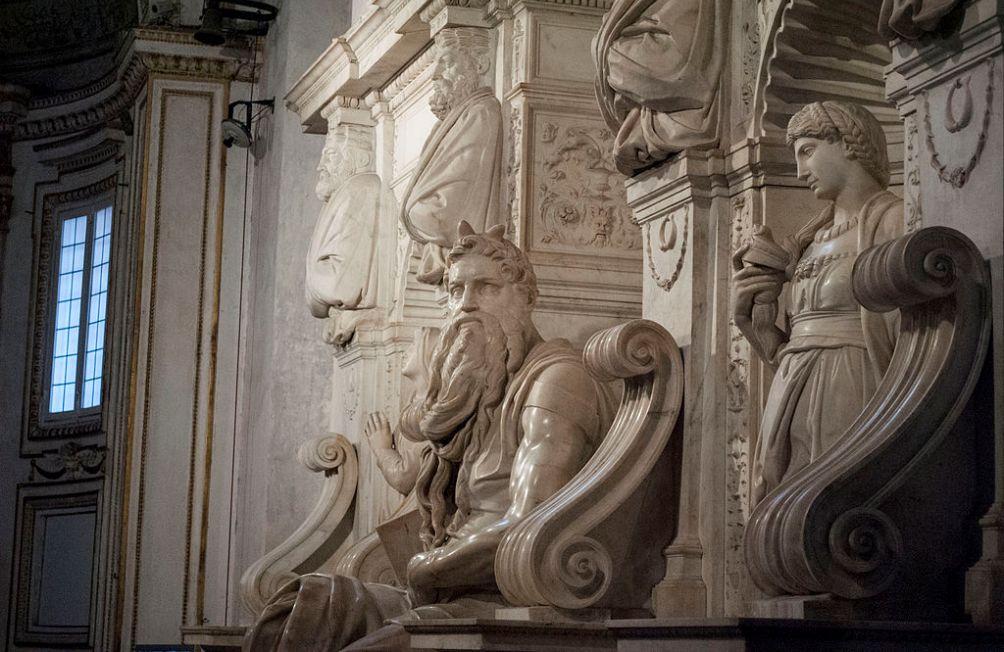 Beeld van Mozes. Detail van de langverwachte graftombe van Julius II. (foto: Wikimedia)