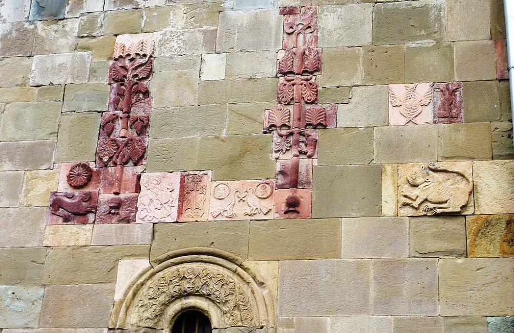 12.11.01.Georgie I - sculptures kerk