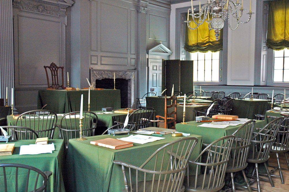 De ruimte waarin de Amerikaanse onafhankelijkheidsverklaring werd getekend, Independence Hall in Philadelphia, Pennsylvania. (foto: Wikimedia)