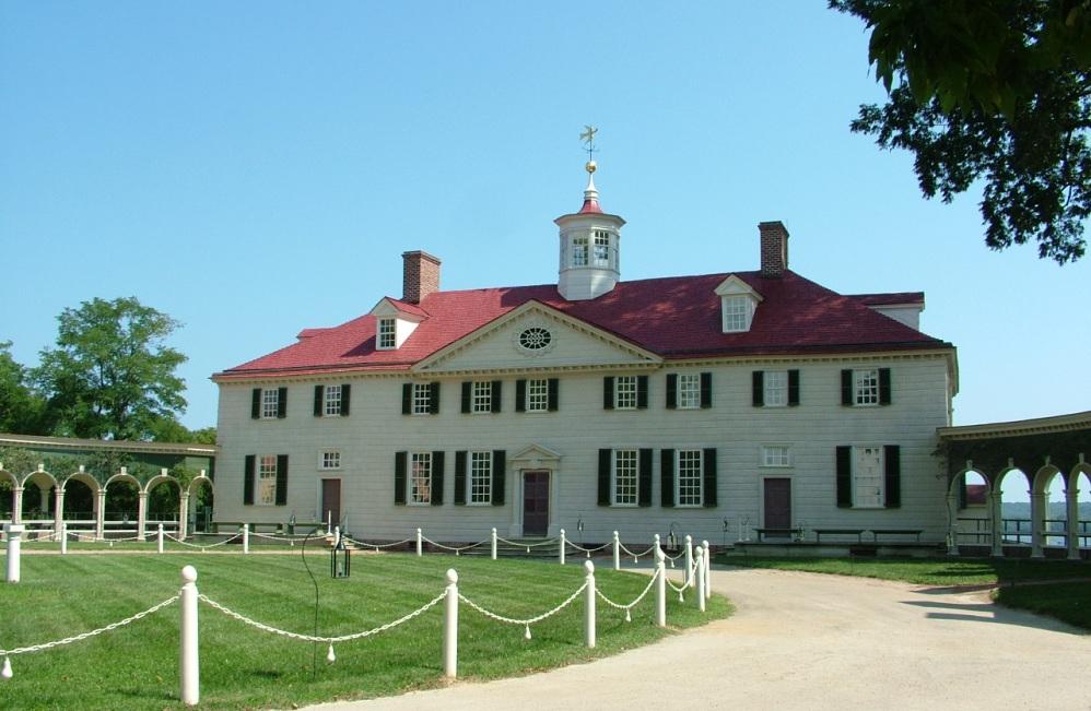 Mount Vernon, het landgoed van Washington, met op de achtergond de rivier de Potomac. Na zijn presidentschap trok Washington zich trok op zijn landgoed. Zijn graftombe is er nu te bezichtigen, evenals het huis zelf, dat in originele staat is terug gebracht (foto: Wikimedia)