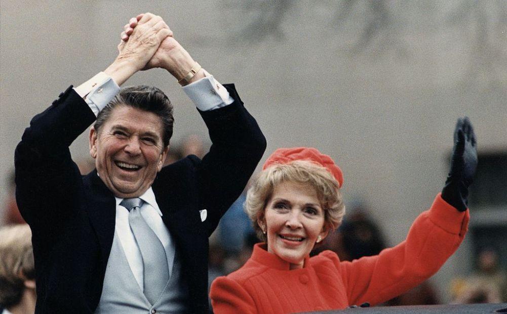 Ronald Reagan na de presidentiële inauguratie in 1980, samen met zijn vrouw Nancy. (foto: Wikimedia)