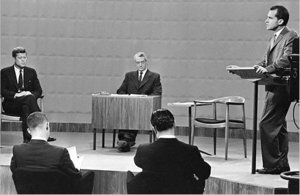 Het eerste presidentiële live debat op TV ging tussen John F. Kennedy en Richard Nixon (1960).  (foto: Wikimedia)