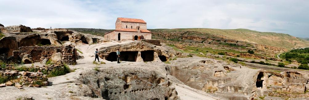 Aanzicht op de kerk nabij het grottencomplex van Uplistsikhe. (foto: Wikimedia)