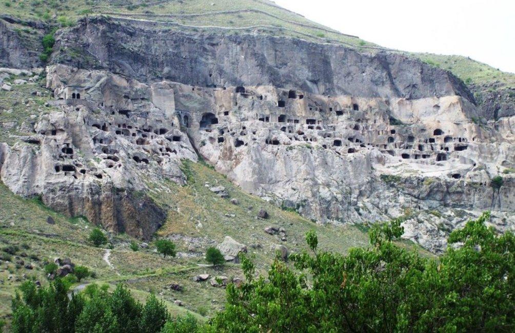 Uitzicht op het grottencompletx van Vardzia. (foto: Wikimedia)