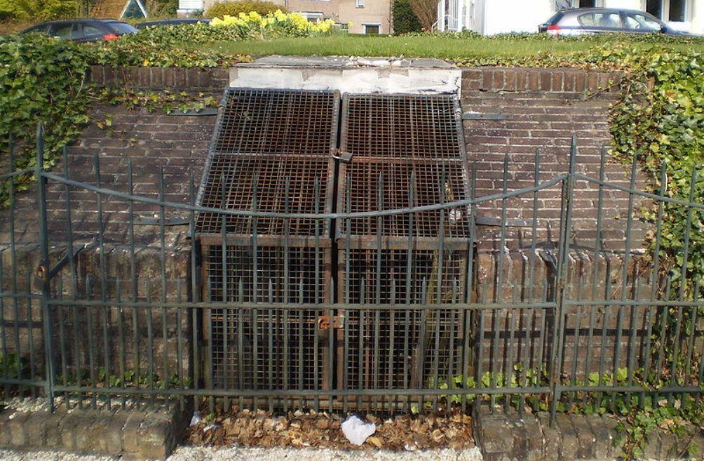 De bunker die Seyss-Inquart liet aanleggen aan de Loolaan te Apeldoorn. (foto: Wikimedia)