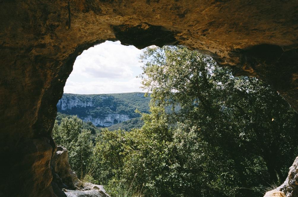 Uitzicht van de grot van Chauvet. De grot is gelegen in de Ardèche in Zuid-West Frankrijk. (Foto: Imagine Films)