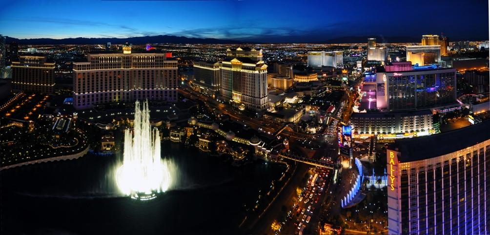 Impressie van de Las Vegas Strip. Klik op de afbeelding voor een grotere versie (Foto: Wikimedia)