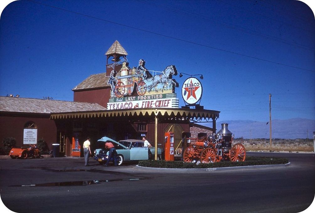 Las Vegas Glitter_Gulch - Gas_station_Last_Frontier_hotel
