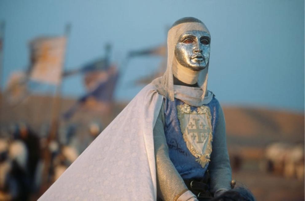 Koning Boudewijn IV van Jeruzalem (Edward Norton) draagt in de film vanwege lepra een masker. (foto: Fox Films)