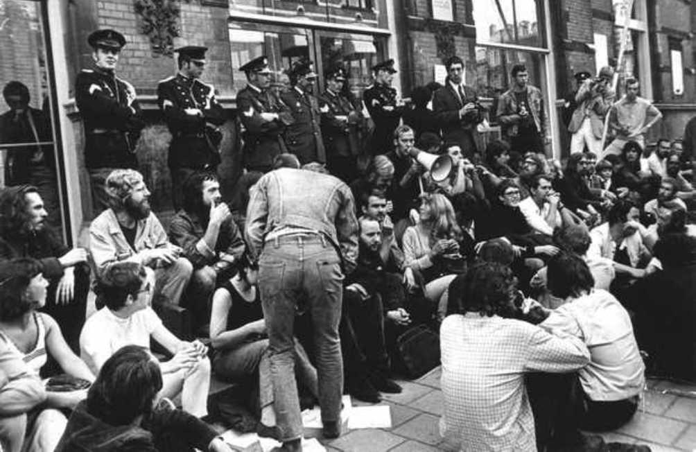 Protesterende studenten uit de jaren '60. Foto van de Maagdenhuisbezetting op 1 januari 1969. (Foto: ANP Historisch Archief Community)