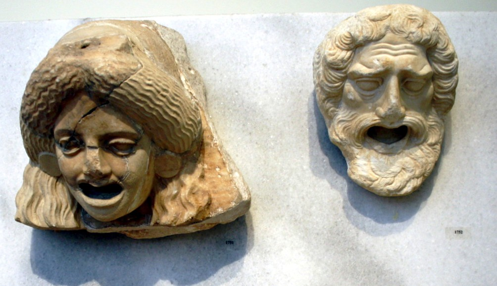 Theater maskers uit de Hellenistische periode in het National Archaeological Museum in Athens. (foto: Wikimedia)
