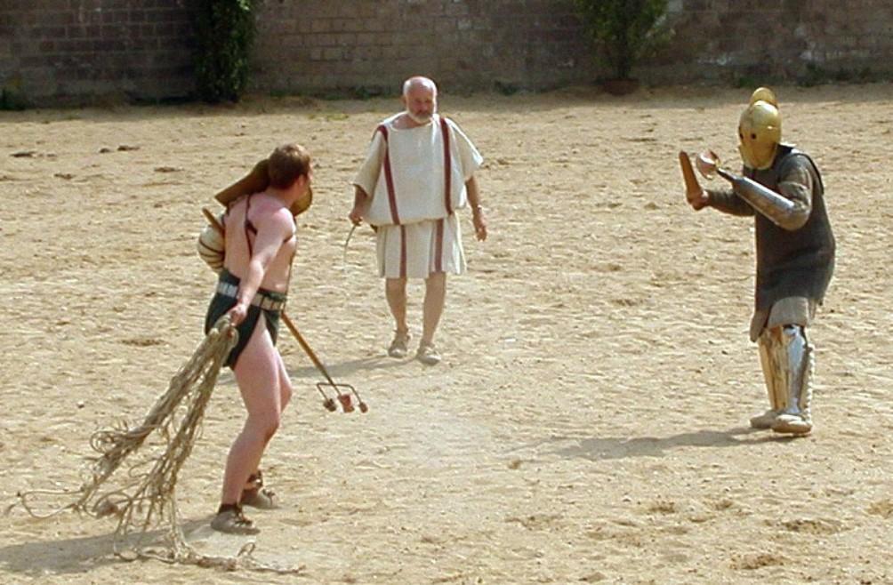 Een nagespeeld Gladiatorengevecht in het amfitheater van Xanten (foto: Wikimedia)