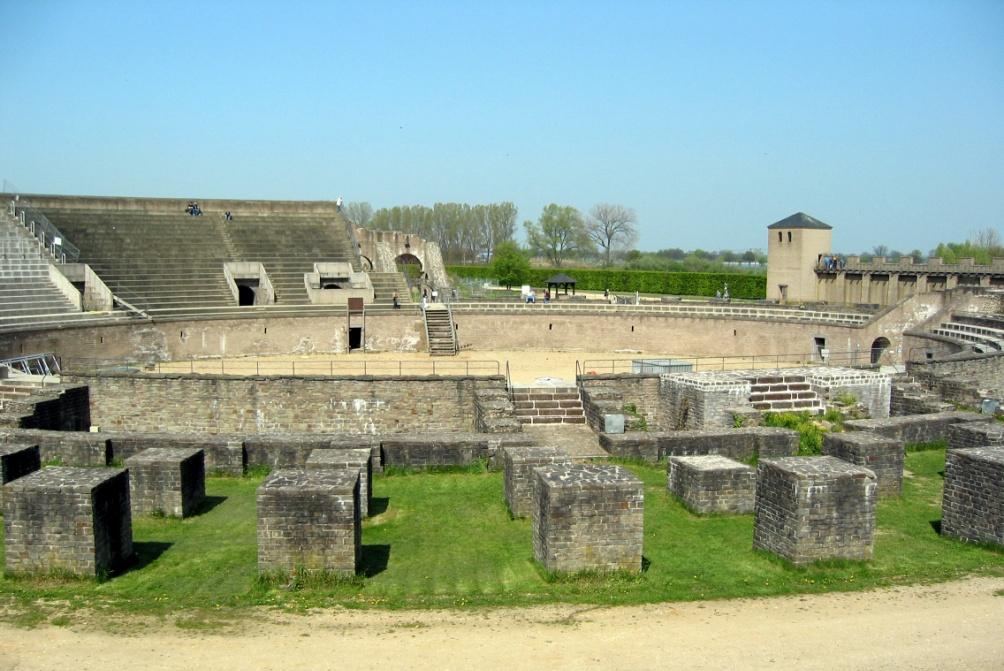 Het gerenoveerde amfitheater van Xanten (foto: Wikimedia)